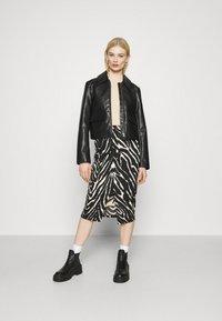 Monki - DOLLY SKIRT - Pencil skirt - zebra - 1
