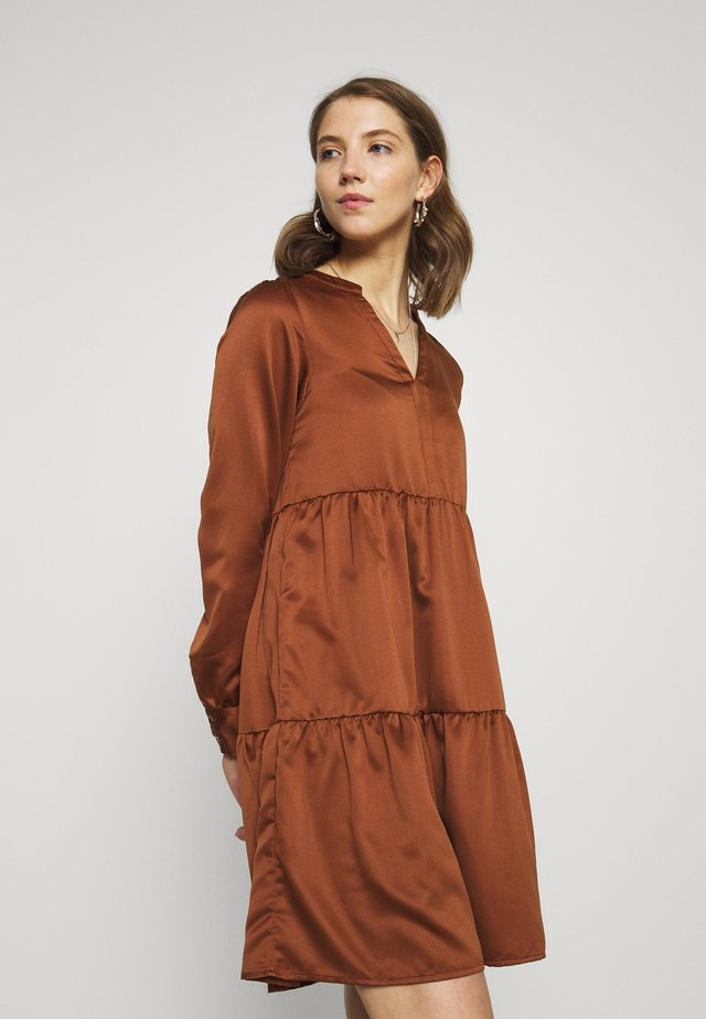 VIFLASH CUTLINE DRESS - Hverdagskjoler - tortoise shell