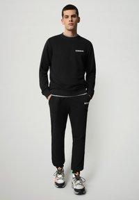 Napapijri - B-SURF CREW - Stickad tröja - black - 1