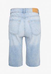 Noisy May Tall - NMBE BERMUDA  - Jeansshort - light blue denim - 1