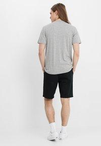 Vans - AUTHENTIC - Shorts - black - 2