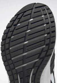 Reebok - REEBOK ROAD SUPREME 2 ALT SHOES - Zapatillas de running neutras - black - 7