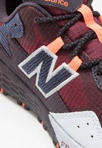 New Balance - FRESH FOAM CRAG - Zapatillas de trail running - red - 5