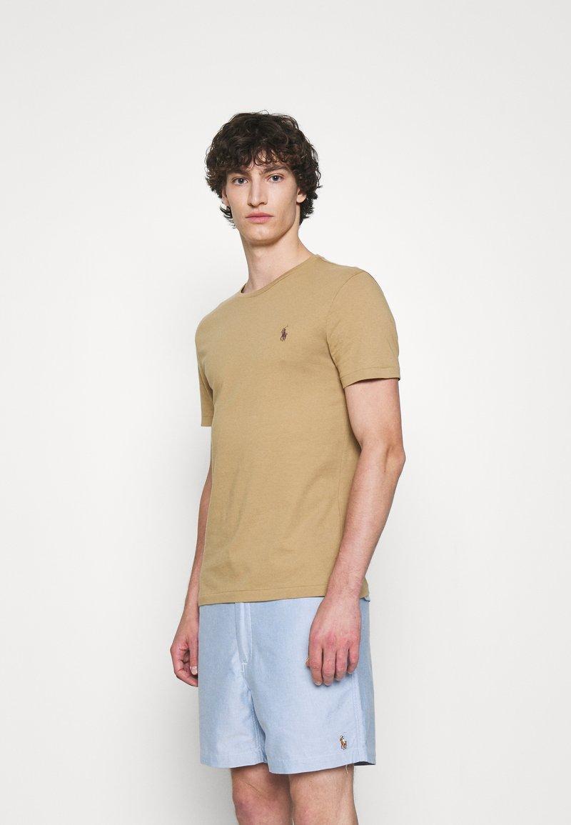 Polo Ralph Lauren - CUSTOM SLIM FIT JERSEY CREWNECK T-SHIRT - T-shirt basique - luxury tan