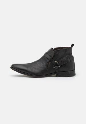 HAGUE - Cowboy/biker ankle boot - black