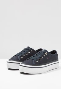 Tommy Hilfiger - CORPORATE FLATFORM SNEAKER - Trainers - midnight - 4