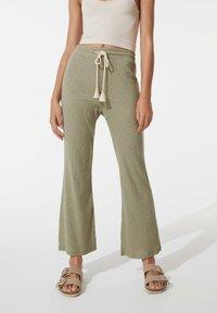 OYSHO - Trousers - khaki - 0