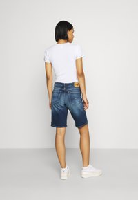 Tommy Jeans - MID RISE BERMUDA SAE - Denim shorts - blue denim - 2