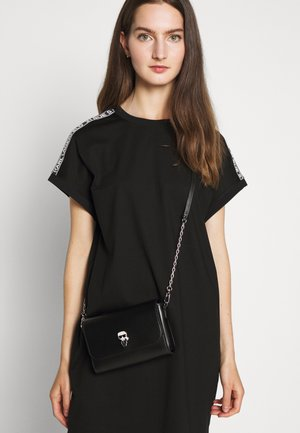 IKONIK PIN CROSSBODY - Across body bag - black