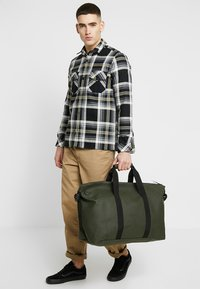 Rains - Weekend bag - green - 1
