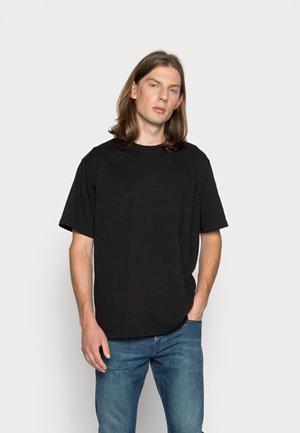 BAINE BASE - Basic T-shirt - black