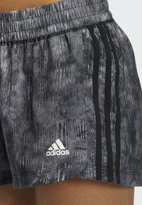 adidas Performance - PACER WOVEN FLORAL SHORTS - Pantaloncini sportivi - black - 2