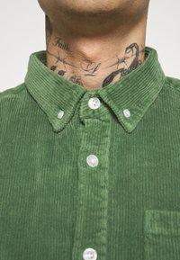Redefined Rebel - RRSEAN  - Vapaa-ajan kauluspaita - duck green - 5