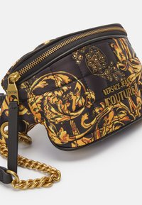 Versace Jeans Couture - QUILTED BELTBAG - Bum bag - nero/oro - 4