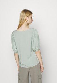 ONLY - ONLKARMA LIFE  SOLID - Basic T-shirt - jadeite - 2