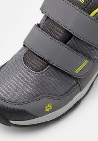 Jack Wolfskin - MTN ATTACK 3 TEXAPORE LOW UNISEX - Hiking shoes - grey/lime - 5
