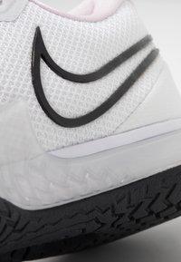 Nike Performance - AIR ZOOM VAPOR CAGE 4 - Tenisové boty na všechny povrchy - white/black/pink/pure platinum - 5