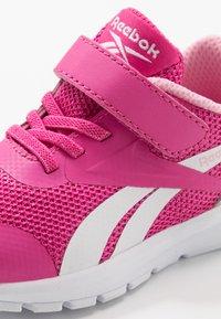 Reebok - RUSH RUNNER 3.0 - Obuwie do biegania treningowe - pink/light pink/white - 2