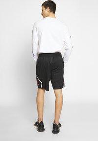 Jordan - DIAMOND - Shorts - black/infrared - 2