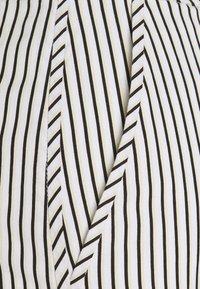 Proenza Schouler White Label - STRIPED PAJAMA PANT - Kalhoty - optic white/cream/black - 2