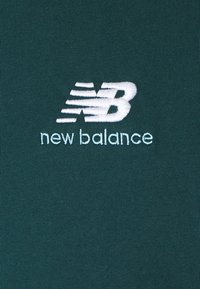 New Balance - ESSENTIALS EMBROIDERED TEE - Basic T-shirt - green - 2
