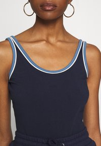 Russell Athletic Eagle R - Body - navy - 5