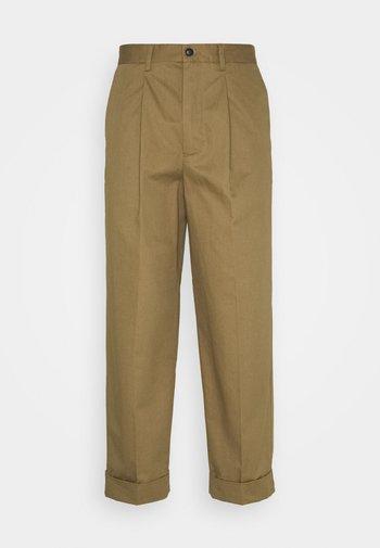 PRESTON PANTS - Tygbyxor - stone brown