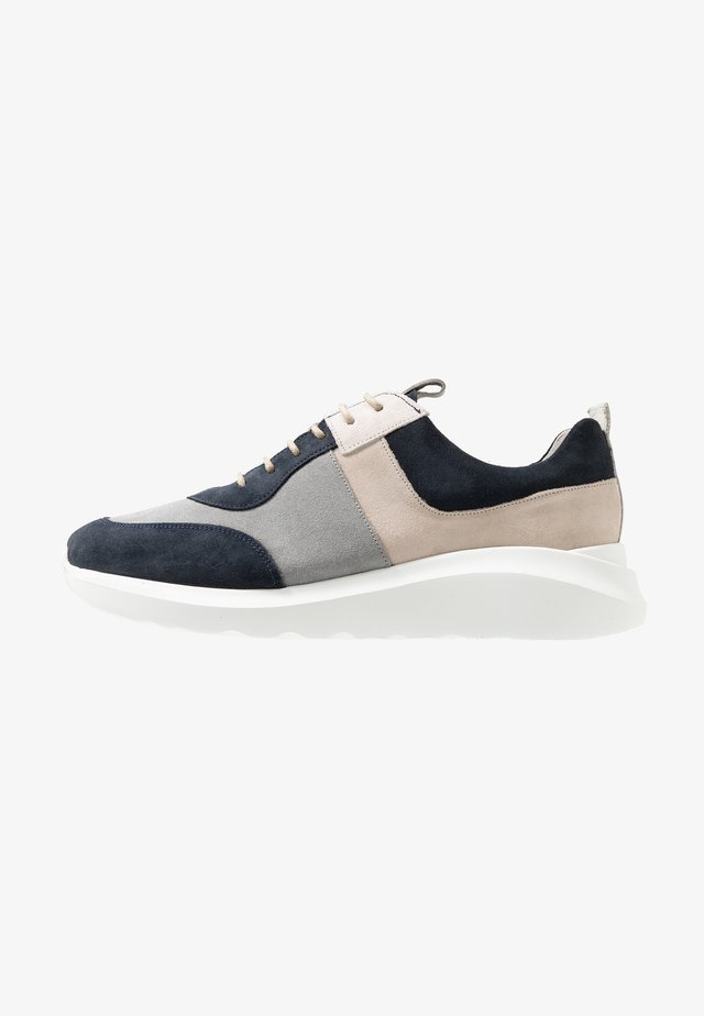 Trainers - deep blue/grey