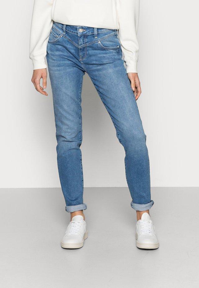 SOPHIE - Jeans slim fit - mid brushed denim