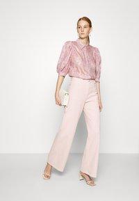JUST FEMALE - SOLVIG - Jeans a zampa - sepia rose - 1