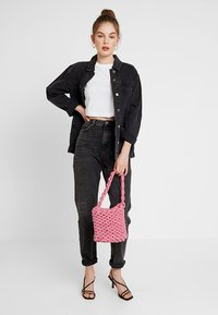 Topshop - MOM NEW - Jeansy Relaxed Fit - wash black - 1