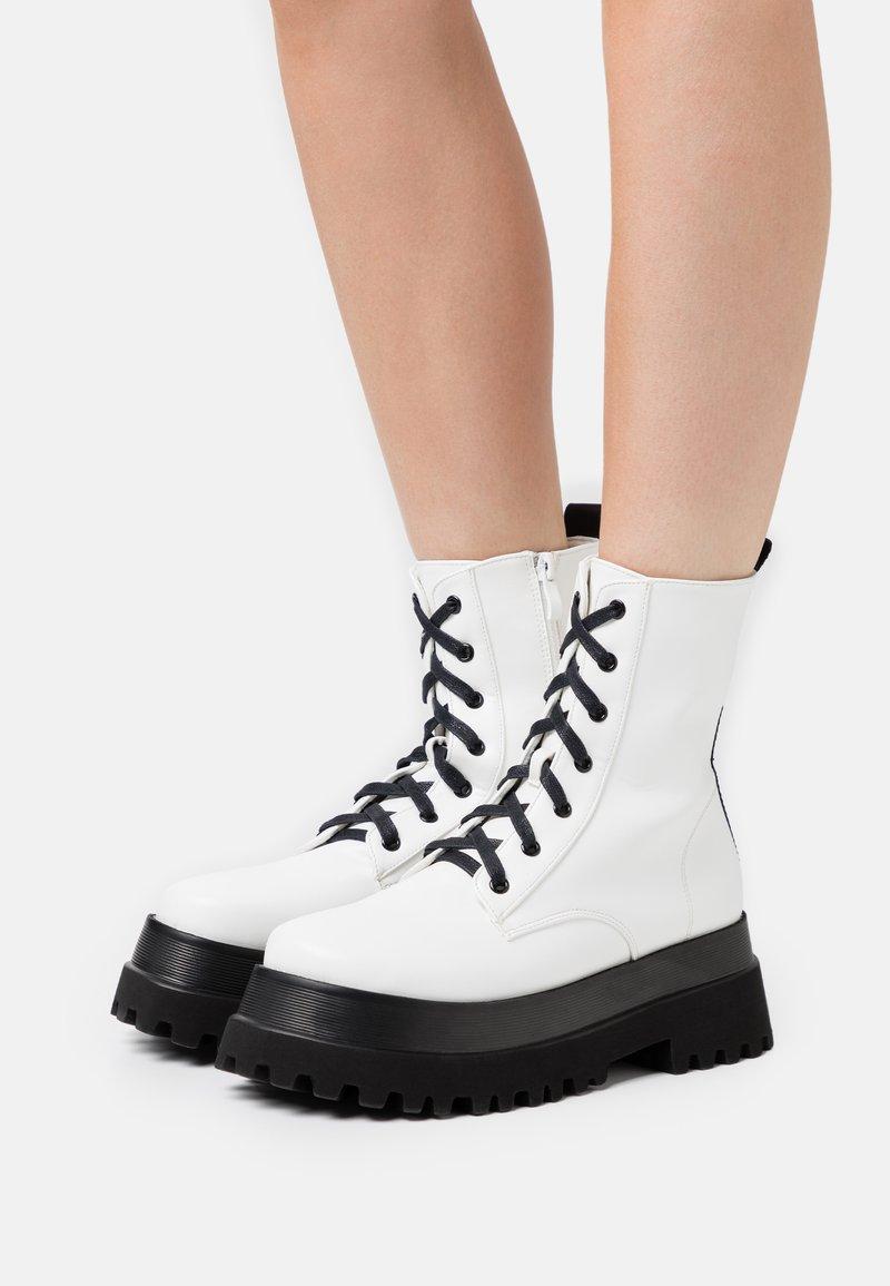 RAID - HARLOW - Platform ankle boots - white
