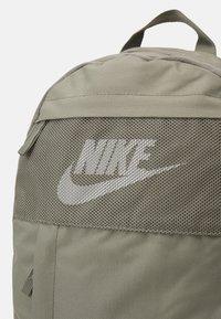 Nike Sportswear - ELEMENTAL UNISEX - Batoh - light army/light army/white - 3