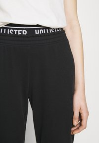 Hollister Co. - LOGO  - Tracksuit bottoms - black - 7