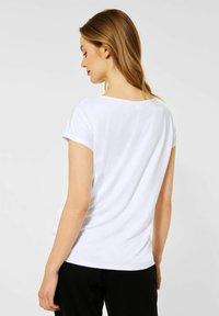 Street One - MIT V-AUSSCHNITT - Print T-shirt - weiß - 2