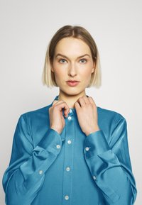 Strenesse - BLOUSE - Button-down blouse - blue - 3