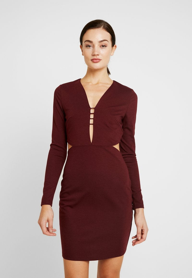 Lost Ink - CUT OUT SIDE BODYCON - Cocktail dress / Party dress - burgundy