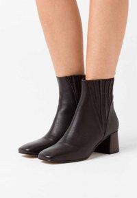 Jonak - ALANIS - Classic ankle boots - marron - 0