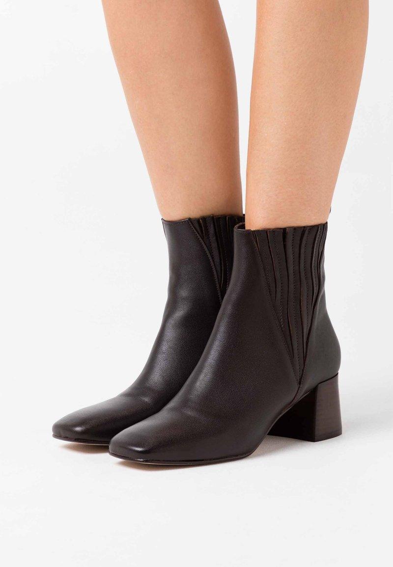 Jonak - ALANIS - Classic ankle boots - marron