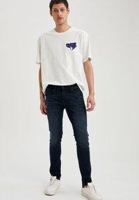 DeFacto - Jeans slim fit - indigo - 4
