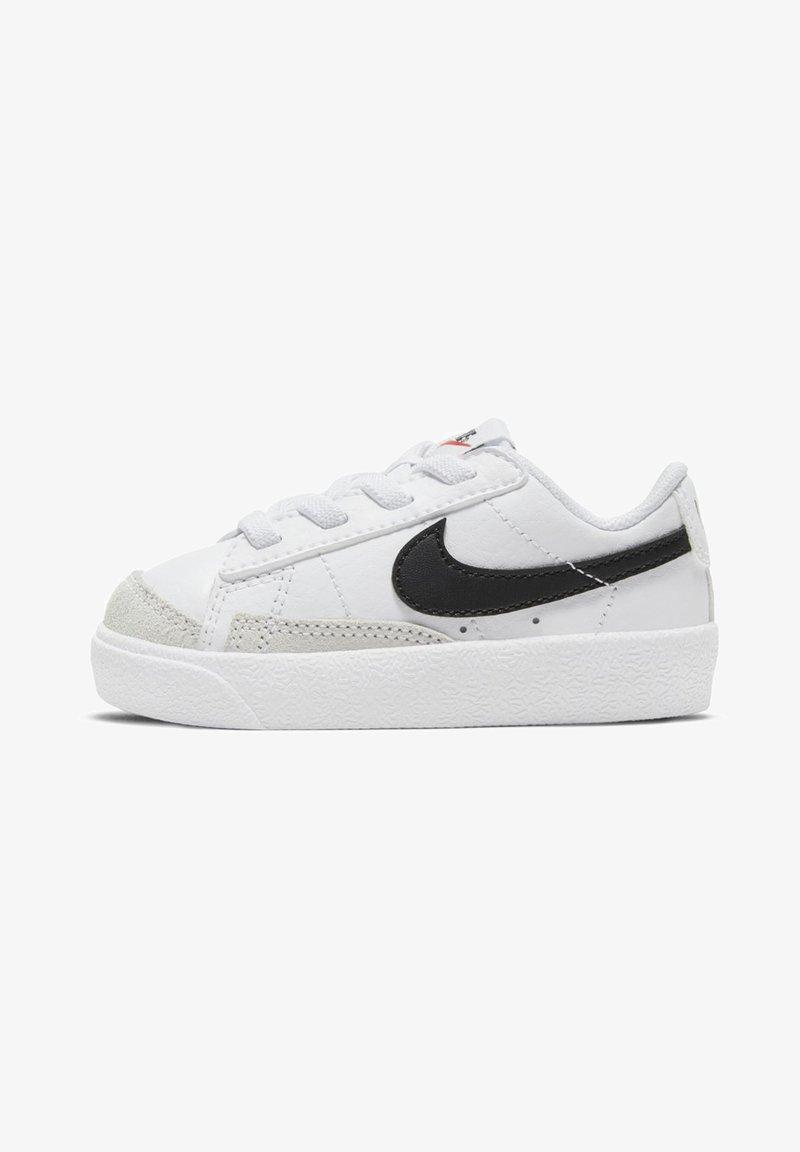 Nike Sportswear - BLAZER LOW '77 BT - Sneakers laag - white/black team orange