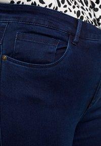ONLY Carmakoma - Skinny-Farkut - dark blue denim - 3