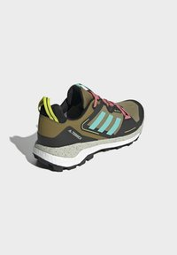 adidas Performance - TERREX SKYCHASER GORE-TEX 2.0 WANDERSCHUH - Stabile løpesko - green - 2