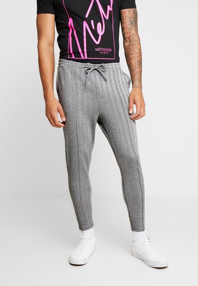 AVENTOR SMART JOGGERS IN HERRINGBONE - Pantalones deportivos - black/grey