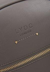 LYDC London - Reppu - grey - 7