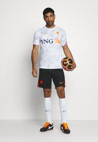 Nike Performance - NIEDERLANDE KNVB - Voetbalshirt - Land - white/safety orange - 1