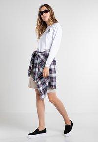 Vans - GOOD HANGS - Long sleeved top - white - 1