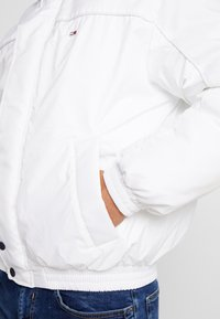 Tommy Jeans - BRANDED COLLAR JACKET - Winterjas - classic white - 4