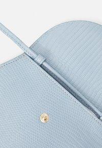Little Liffner - PEBBLE MICRO BAG - Across body bag - light blue - 5