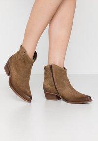 Felmini Wide Fit - WEST WIDE FIT - Cowboy/biker ankle boot - momma - 0
